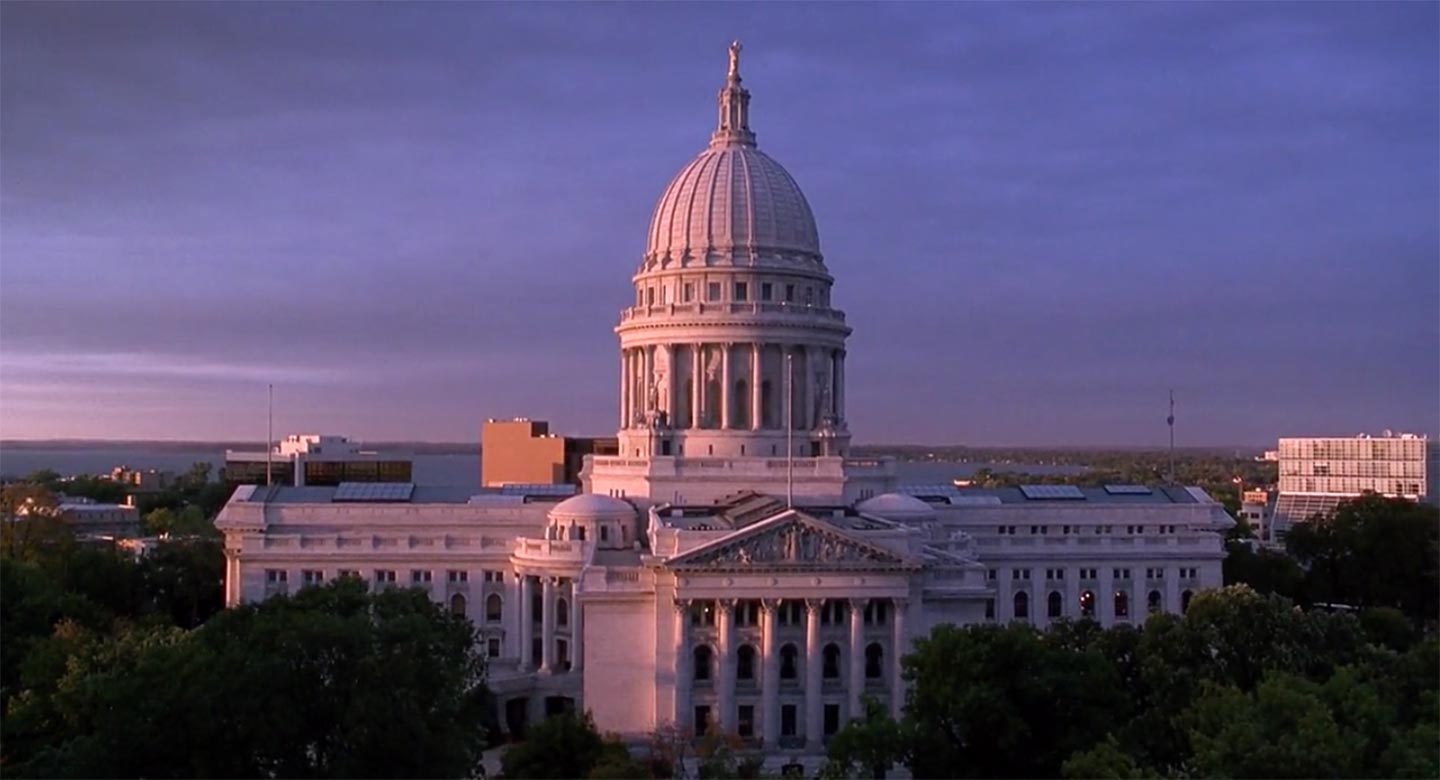 Exterior shot of the Capitol in I Love Trouble
